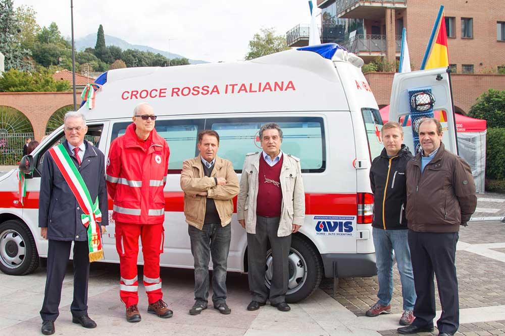 Ambulanza con logo Avis Schio